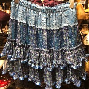 tiered ruffle skirt. Photos do not show beauty